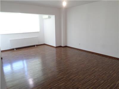 Croma Imob vanzare apartament 3 camere, bloc nou, zona 9 Mai